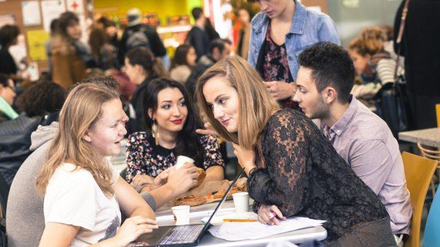 Groupe d'étudiants - Faculté des Lettres et des Sciences Humaines