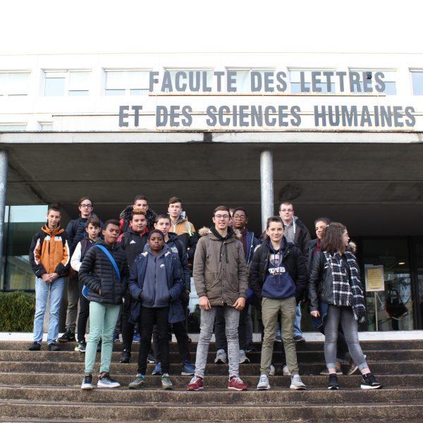 Des collégiens à la Faculté